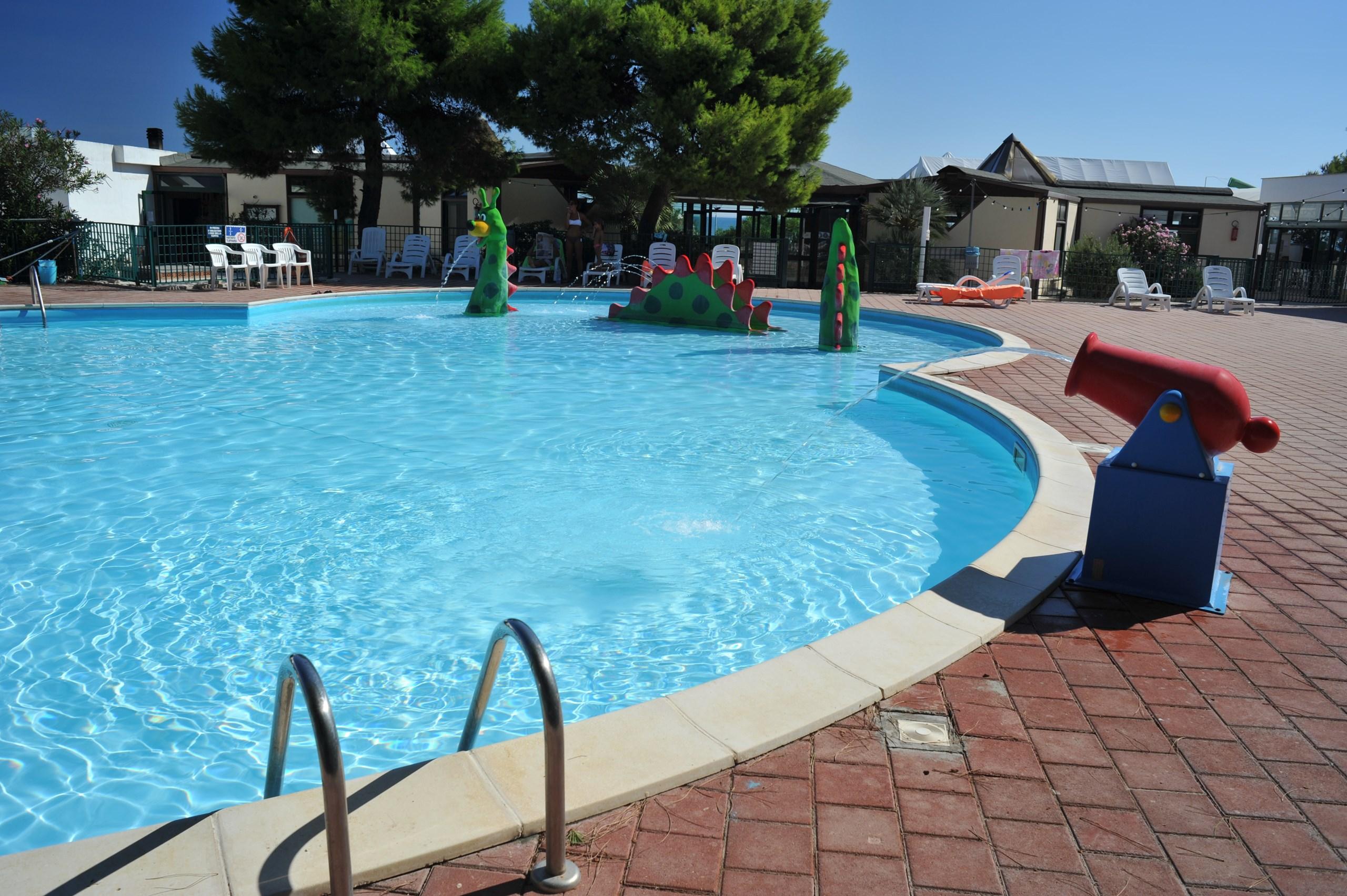 Villaggi vacanze con piscine sul gargano vieste famiglia - Piscine con scivoli ...