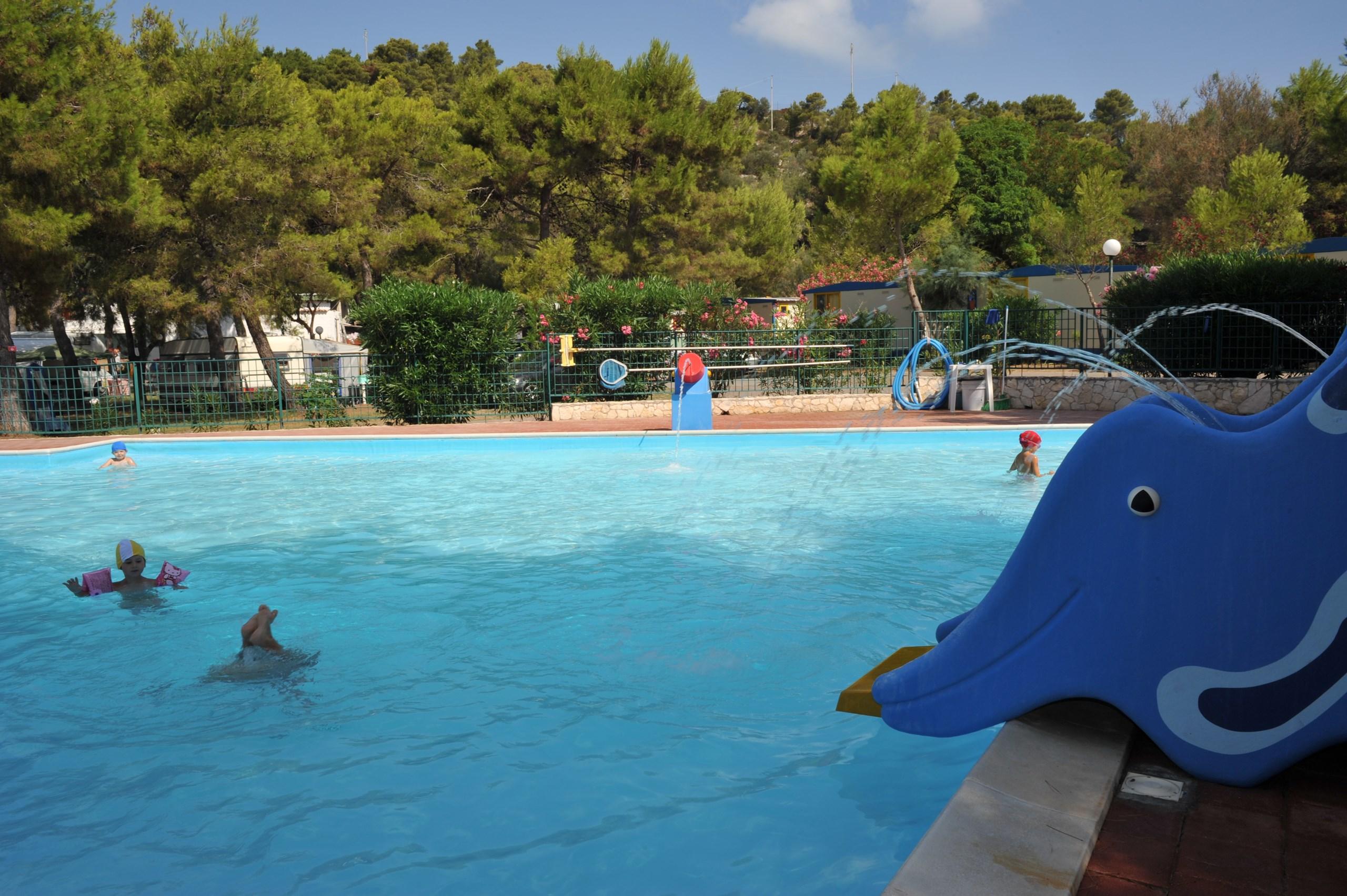 abbastanza Campeggi con piscina a Vieste relax-animazione FC49