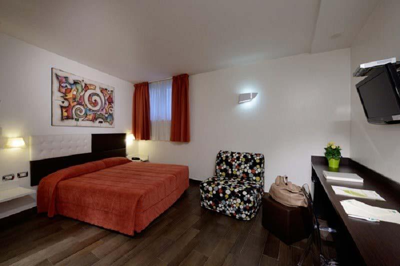 Camere e prezzi hotel 3 stelle roma ecohotel roma per for Scrivania low cost